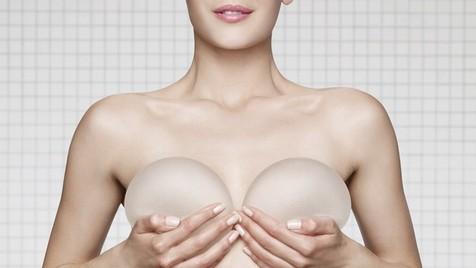 Tamaño del implante mamario y la talla del sujetador