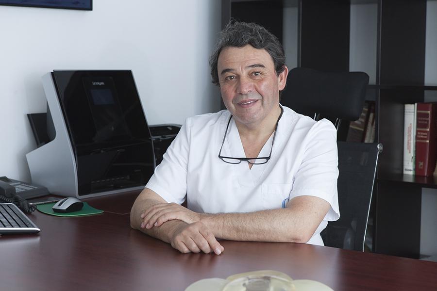 Dr. Francisco Cano - Cirujano plástico