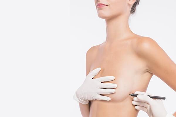 colocar implante mamarios